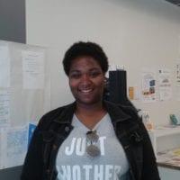 Yasmina, ancienne stagiaire E2C et diplômée CQP Animatrice périscolaire