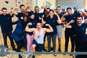 Tibo Inshape avec les jeunes de l'E2C