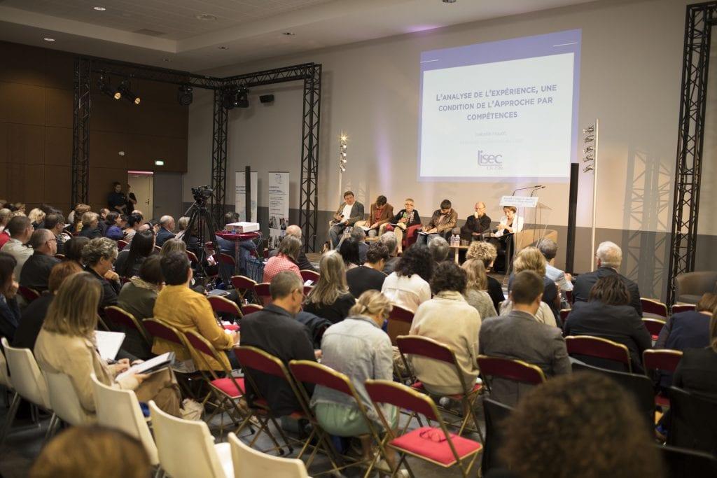 Table ronde lors du colloque du 5 septembre sur l approche par compétences dans les E2C